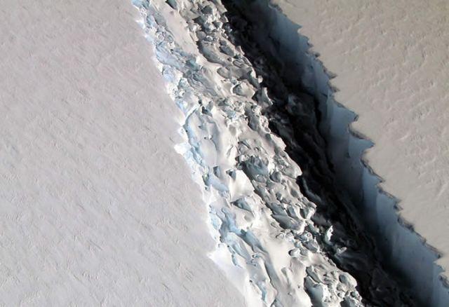 antartide-misteriosa-struttura-massicio-iceberg-crepaccio.jpg