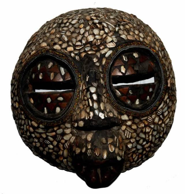 maschera-africana-conchiglie.jpg